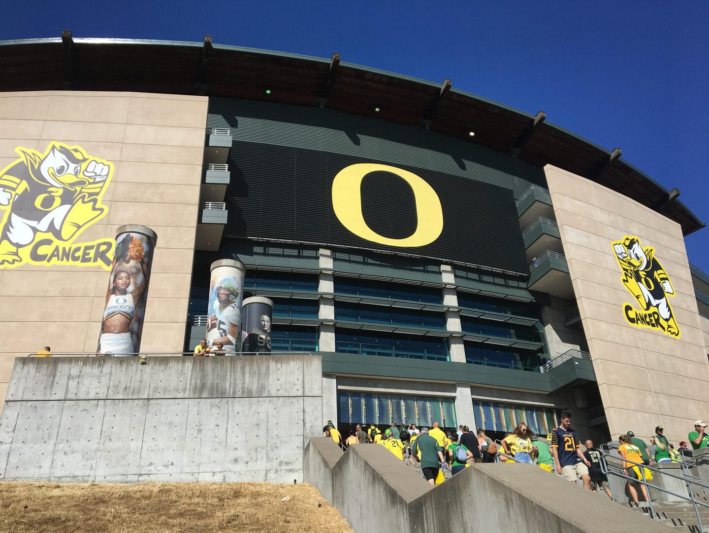 Oregon Football Unveils Eggshell Uniform Combo For Week 8 (PHOTOS)